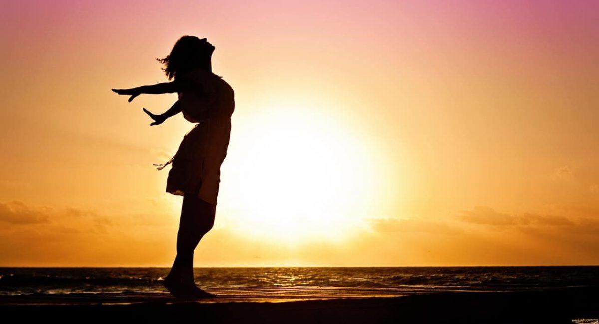 woman-happiness-sunrise-silhouette-40192